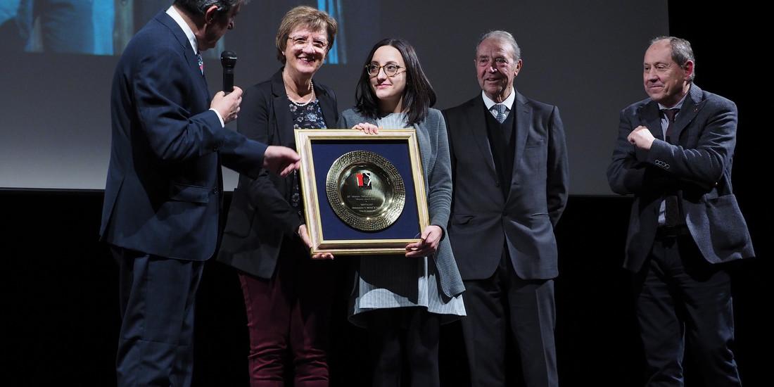 """Roberta Roat premia la Filodrammatica """"S. Martino"""" di Fornace"""